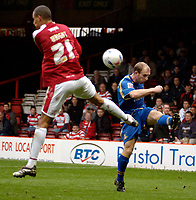 Photo: Ed Godden.<br />Bristol City v Doncaster Rovers. Coca Cola League 1. 28/10/2006. Bristol's Nick Wright (L) approaches Gareth Roberts.