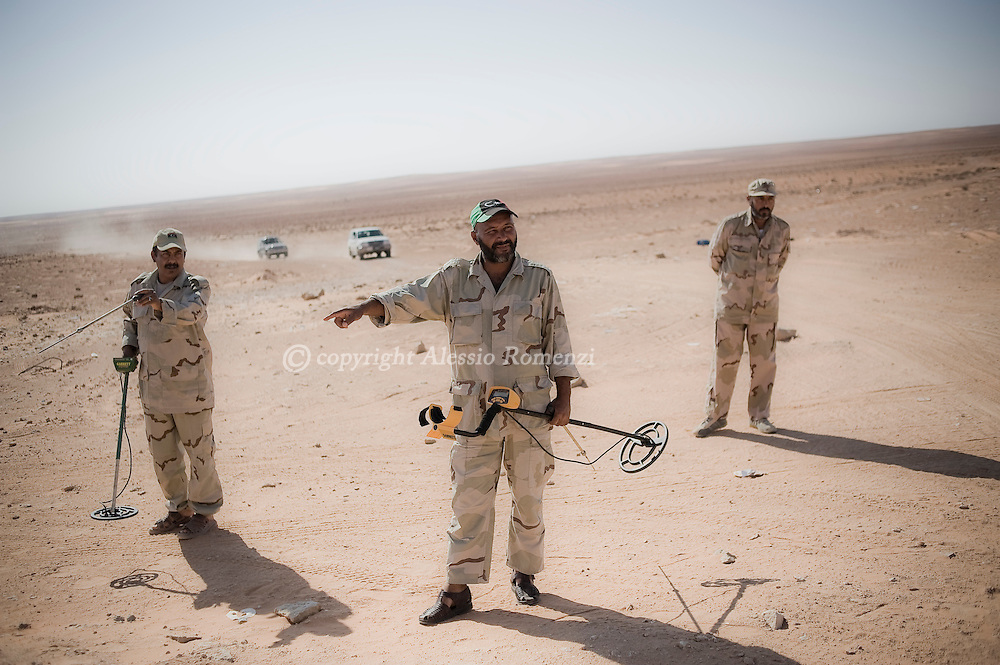 LIBYAN ARAB JAMAHIRIYA, QAA : Libyan rebel soldiers prepare themselves to de-mine the perimeter of the largest Libyan Army ammunition depot in Qaa, some 25 kms from the western rebel stronghold of Zentan, bombed by a NATO airstrike and later captured by the rebel forces. ALESSIO ROMENZI