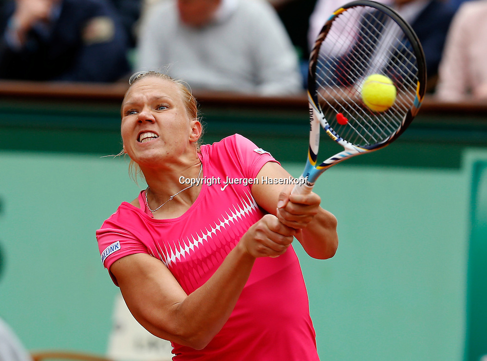 French Open 2011, Roland Garros,Paris,ITF Grand Slam Tennis Tournament ,,Kaia Kanepi (EST),.Aktion,Einzelbild,Halbkoerper,Querformat,