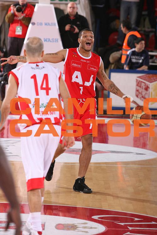 DESCRIZIONE : Teramo Lega A1 2007-08 Siviglia Wear Teramo Armani Jeans Milano <br /> GIOCATORE : Will Conroy <br /> SQUADRA : Armani Jeans Milano <br /> EVENTO : Campionato Lega A1 2007-2008 <br /> GARA : Siviglia Wear Teramo Armani Jeans Milano <br /> DATA : 20/01/2008 <br /> CATEGORIA : Palleggio <br /> SPORT : Pallacanestro <br /> AUTORE : Agenzia Ciamillo-Castoria/G.Ciamillo