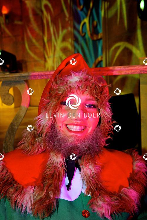 GORINCHEM - In een grote hal is het Afas Sprookjesconcert drie dagen achter elkaar compleet uitverkocht.  Met op de foto Carmen van Weersel als Dwerg. FOTO LEVIN DEN BOER - PERSFOTO.NU