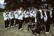 Hong Kong. Nepal cup (football), Gurkhas barracks     / L'orchestre de cornemuse du bataillon Gurkha  joue pour la dernière fois pour le dernier match de football inter armées - Népal cup - . Les bataillons vont être démantelés et les soldats envoyés en retraite anticipée  / R00057/105    L940326a  /  P0000293
