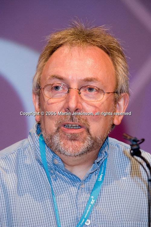 Ian Murch, NUT, speaking at the TUC 2006...© Martin Jenkinson, tel 0114 258 6808 mobile 07831 189363 email martin@pressphotos.co.uk. Copyright Designs & Patents Act 1988, moral rights asserted credit required. No part of this photo to be stored, reproduced, manipulated or transmitted to third parties by any means without prior written permission