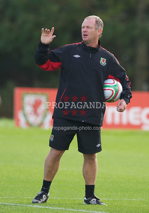 CARDIFF, WALES - Thursday, October 7, 2010: Wales' assistant manager David Williams during a training session at the Vale of Glamorgan ahead of the UEFA Euro 2012 Qualifying Group G match against Bulgaria. (Pic by David Rawcliffe/Propaganda)