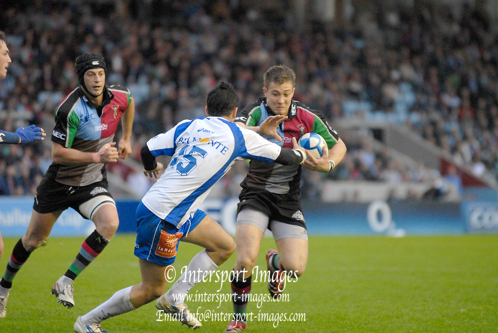 Twickenham. Great Britain,  Quins, Mike BROWN, attacking with the ball, during the European Challenge Cup, match between, NEC Harlequins and Montpellier, on Sat., 28/10/2006, played at the Twickenham Stoop, England. Photo, Peter Spurrier/Intersport-images]......