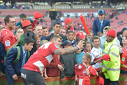 28-07-18 Emirates Airline Park, Johannesburg. Super Rugby semi-final Emirates Lions vs NSW Waratahs.  Malcolm Marx takes a selfie with fans.<br />  Picture: Karen Sandison/African News Agency (ANA)
