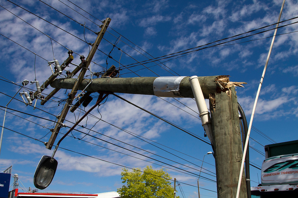 Unison lines crews work to restore power after six power poles were brought down on Omahu Road, Hastings, New Zealand, Thursday, December 20, 2012. Credit:SNPA / John Cowpland