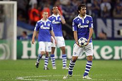 26.04.2011, Veltins Arena, Gelsenkirchen, GER, UEFA CL, Halbfinale Hinspiel, Schalke 04 (GER) vsManchester United (ENG), im Bild: Raul (Schalke #7) (R) entaeuscht / entäuscht . Dahinter Peer Kluge (Schalke #12) (L) und Joel Matip (Schalke #32) auch entaeuscht / entäuscht  // during the UEFA CL, Semi Final first leg, Schalke 04 (GER) vs Manchester United (ENG), at the Veltins Arena, Gelsenkirchen, 26/04/2011 EXPA Pictures © 2011, PhotoCredit: EXPA/ nph/  Mueller *** Local Caption ***       ****** out of GER / SWE / CRO  / BEL ******