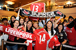BANGKOK, THAILAND - Friday, July 26, 2013: Liverpool supporters at the Plaza Athenee Hotel waiting to see the players ahead of the preseason friendly match against Thailand. (Pic by David Rawcliffe/Propaganda)