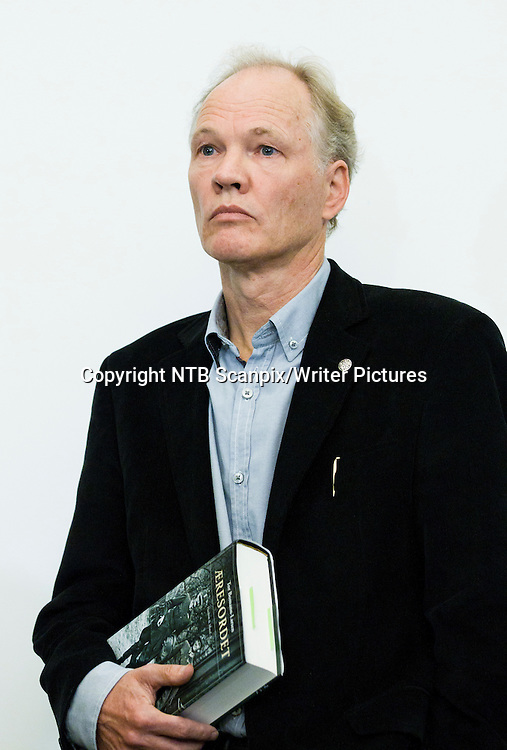 Oslo  20111028. Forfatter Tor Bomann-Larsen under presentasjonen av boken <br /> &quot; ∆resordet &quot; som er  bind 5 om Haakon &amp; Maud.<br /> Foto: Berit Roald / Scanpix<br /> <br /> NTB Scanpix/Writer Pictures<br /> <br /> WORLD RIGHTS, DIRECT SALES ONLY, NO AGENCY