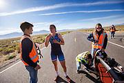 De ochtendruns tijdens de zesde racedag. Het Human Power Team Delft en Amsterdam, dat bestaat uit studenten van de TU Delft en de VU Amsterdam, is in Amerika om tijdens de World Human Powered Speed Challenge in Nevada een poging te doen het wereldrecord snelfietsen voor vrouwen te verbreken met de VeloX 9, een gestroomlijnde ligfiets. Dat staat sinds 12 september 2019 op naam van de Franse Ilona Peltier die 124,07 km/u haalde. De Canadees Todd Reichert is de snelste man met 144,17 km/h sinds 2016.<br /> <br /> With the VeloX 9, a special recumbent bike, the Human Power Team Delft and Amsterdam, consisting of students of the TU Delft and the VU Amsterdam, wants to set a new woman's world record cycling in September at the World Human Powered Speed Challenge in Nevada. On 10 September 2019 the team with Rosa Bas a new world record with 122,12 km/u.  The fastest man is Todd Reichert with 144,17 km/h.