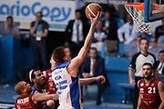 DESCRIZIONE : CANTU 25/07/2015<br /> Lega A 2014-15 Vitasnella Cantù Umana Venezia<br /> GIOCATORE : Buva Ivan<br /> CATEGORIA : Low Tiro Penetrazione Sottomano<br /> SQUADRA : Vitasnella Cant?<br /> EVENTO : Campionato Lega A 2014-2015<br /> GARA : Vitasnella Cantù Umana Venezia<br /> DATA : 25/05/2015<br /> SPORT : Pallacanestro<br /> AUTORE : Agenzia Ciamillo-Castoria/RichardMorgano<br /> Galleria : Lega Basket A 2014-2015 <br /> Fotonotizia: Cucciago Lega A 2014-15 Vitasnella Cantù Umana Venezia