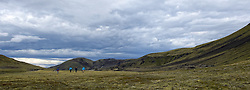 05-07-2014 NED: Iceland Diabetes Challenge dag 1, Landmannalaugar <br /> Vandaag ging de challenge van start. Met een bus gingen we van Vogar naar Landmannalaugar en zagen we de eerste tekenen van het prachtige landschap van IJsland / TV Crew