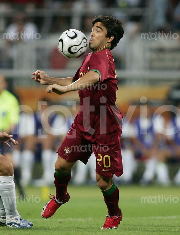 Fussball WM 2006 Achtelfinale  Portugal - Niederlande DECO (POR)