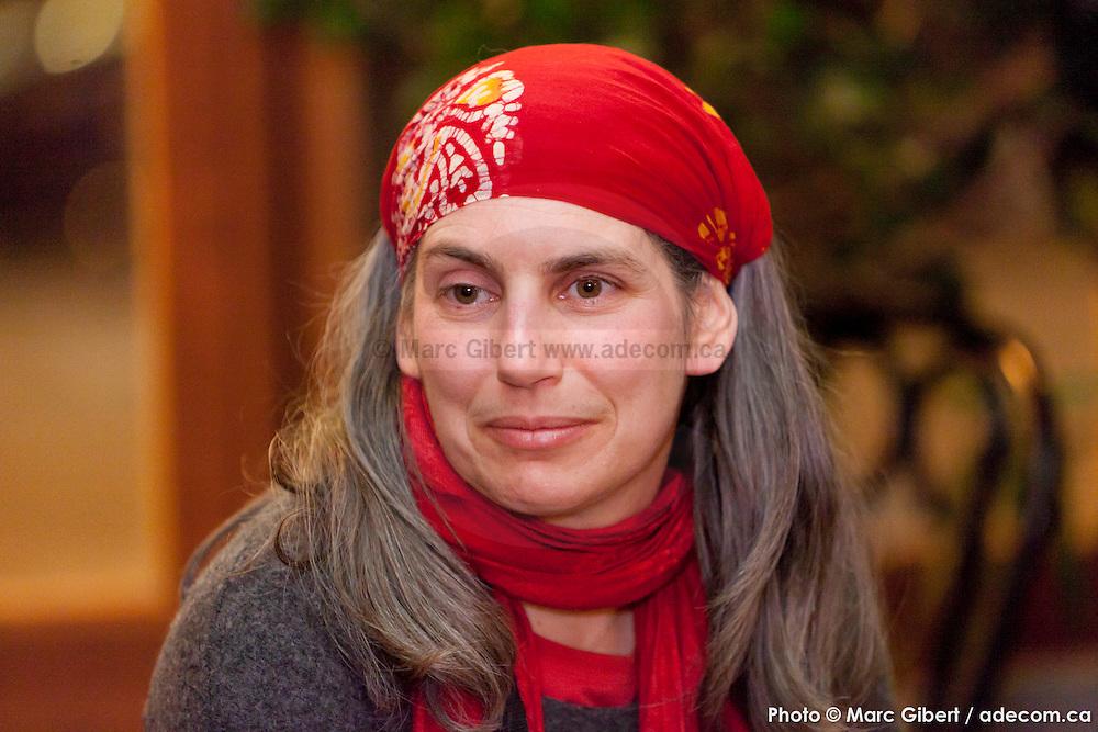 Portrait lors d'amoureux du Mile End Lovers. Organisée par la fée Patsy   au Depaneur Café, 206 Bernard O, Mile End / Montreal / Canada / 2016-02-04, Photo © Marc Gibert / adecom.ca