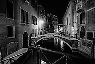 Italy. Venice at night. canals at night      /  canaux la nuit  Venise  Italie