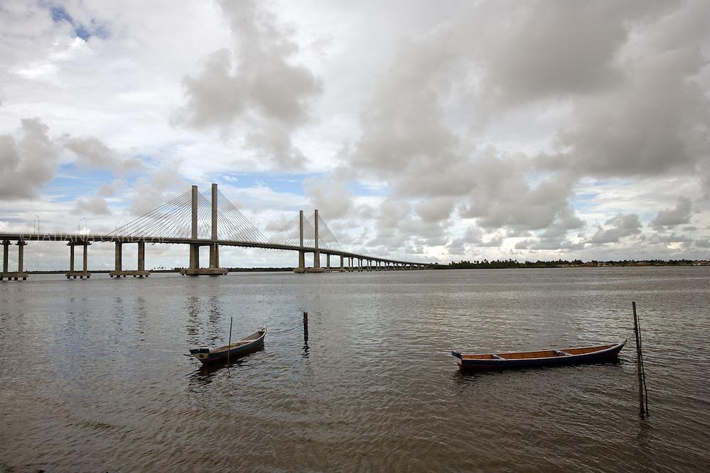 The bridge Construtor Joao Alves, lauched in September, 2006, connects the capital Aracaju to Barra dos Coqueiros, has a length of 1,800 meters and cost 99 million Reais. It's also called by the population as Ponte Ze Peixe.<br /> <br /> Ponte Construtor Joao Alves,inaugurada em setmbro de 2006, liga a capital Aracaju a Barra dos Coqueiros, possui um comprimento de 1800 metros e custou R$99 milh&otilde;es. Tamb&eacute;m &eacute; chamada pela popula&ccedil;&atilde;o de Ponte Z&eacute; Peixe.