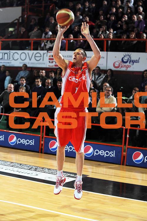 DESCRIZIONE : Caserta Lega A 2009-10 Pepsi Caserta Cimberio Varese<br /> GIOCATORE : Jobey Thomas<br /> SQUADRA : Cimberio Varese<br /> EVENTO : Campionato Lega A 2009-2010 <br /> GARA : Pepsi Caserta Cimberio Varese<br /> DATA : 03/01/2010<br /> CATEGORIA : Tiro three Point<br /> SPORT : Pallacanestro <br /> AUTORE : Agenzia Ciamillo-Castoria/GiulioCiamillo<br /> Galleria : Lega Basket A 2009-2010 <br /> Fotonotizia : Caserta Campionato Italiano Lega A 2009-2010 Pepsi Caserta Cimberio Varese<br /> Predefinita :