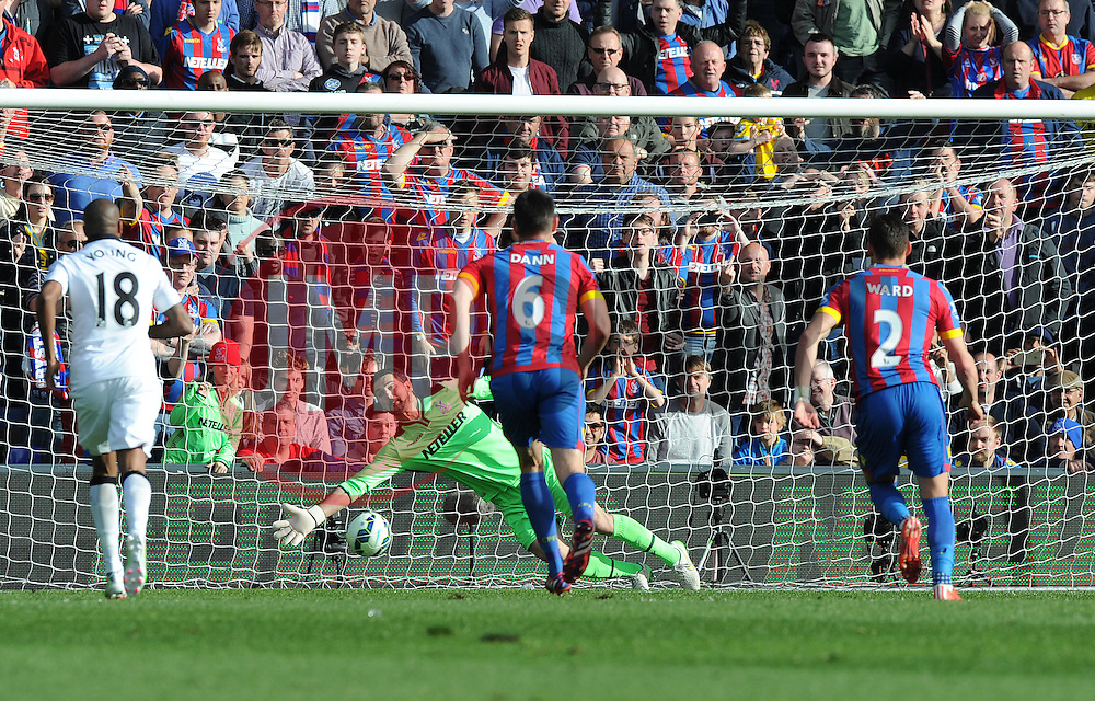 Crystal Palace's Julian Speroni fails to save Manchester United's Juan Mata penalty.  - Photo mandatory by-line: Alex James/JMP - Mobile: 07966 386802 - 09/05/2015 - SPORT - Football - London - Selhurst Park - Crystal Palace v Manchester United - Barclays Premier League