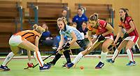 VIANEN - Elin van Erk (Lar)  met  Valerie Magis (OR) Zaalhockey Laren-Oranje Rood dames.  COPYRIGHT KOEN SUYK