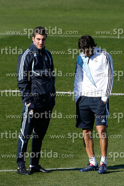 09.03.2010, Ciudad Real Madrid, Madrid, ESP, UEFA CL, Real Madrid Training im Bild Raul Gonzalez and Gonzalo Higuain, EXPA Pictures © 2010, PhotoCredit: EXPA/ Alterphotos/ ALFAQUI/ Alex Cid Fuentes / for Slovenia SPORTIDA PHOTO AGENCY.