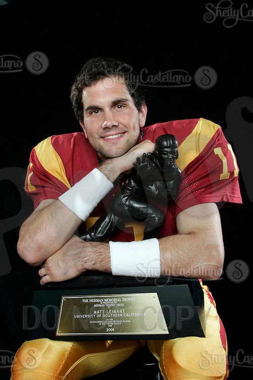 7 April 2005: USC Trojans Quarterback #11 Matt Leinart with the Heisman Trophy Portrait headshot eyeshot smile.Pac-10 College Football EXCLUSIVE.
