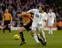 Photo: Leigh Quinnell.<br /> Wolverhampton Wanderers v Leeds United. Coca Cola Championship. 17/12/2005. Wolves' Darren Anderton can't find a way past Leeds' Eddie Lewis.