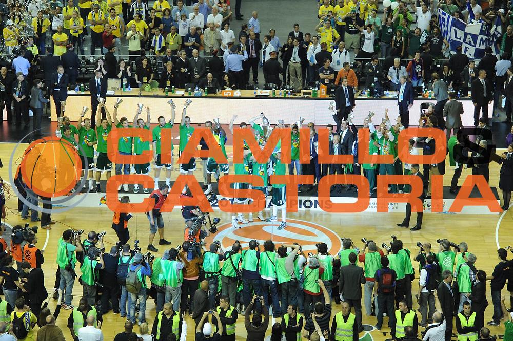 DESCRIZIONE : Barcellona Barcelona Eurolega Eurolegue 2010-11 Final Four Finale Final Maccabi Electra Tel Aviv Panathinaikos<br />GIOCATORE : Team Panathinaikos<br />SQUADRA : Panathinaikos<br />EVENTO : Eurolega 2010-2011<br />GARA : Maccabi Electra Tel Aviv Panathinaikos<br />DATA : 08/05/2011<br />CATEGORIA : Premiazione<br />SPORT : Pallacanestro<br />AUTORE : Agenzia Ciamillo-Castoria/GiulioCiamillo<br />Galleria : Eurolega 2010-2011<br />Fotonotizia : Barcellona Barcelona Eurolega Eurolegue 2010-11 Final Four Finale Final Maccabi Electra Tel Aviv Panathinaikos<br />Predefinita :