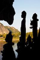 Laos, Province de Luang Prabang, grotte de Pak Ou sur les rives du Mekong, statue de Bouddha // Laos, Province of Luang Prabang,  Pak Ou Cave on the Mekong river, rows of Buddha statue