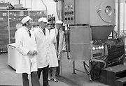 Taoiseach Liam Cosgrave visits Sugar Factory, Carlow .07/07/1976.07/07/1976.7th July 1976..Picture of Liam Cosgrave  viewing equipment at the Carlow Sugar Factory