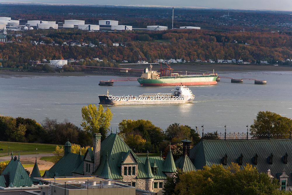 Canada. Quebec. general and aerial view of the city. the old city and the Saint Laurent river. boat   / vue generale et aerienne de la ville. la vielle ville et le fleuve Saint Laurent. bateau