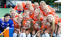 BLOEMENDAAL - Selectie Dames I van Bloemendaal seizoen 2013-2014. FOTO KOEN SUYK.