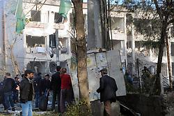 DIYARBAKIR, Nov. 4, 2016 (Xinhua) -- People gather around the blast site in city center of Diyarbakir, Southeastern Turkey, Nov. 4, 2016. (Xinhua/Mert Macit) (yy) (Credit Image: © Wangfeng1/Xinhua via ZUMA Wire)