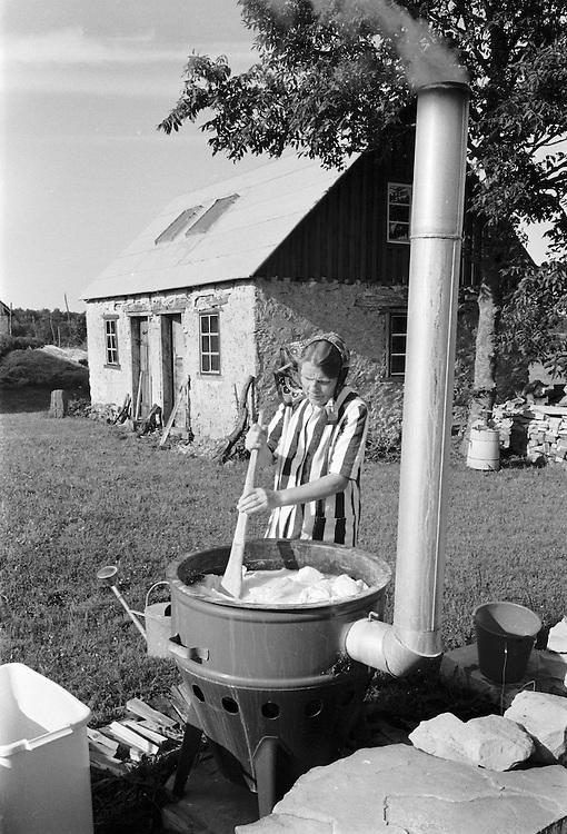 Tvättning i pannmur. Washing.