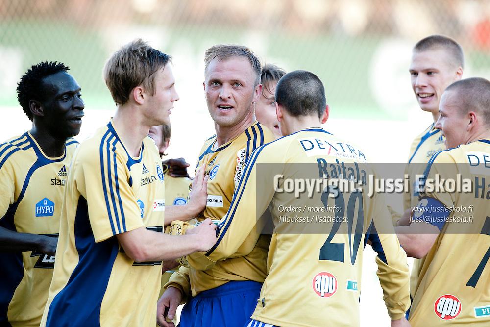 Valeri Popovitsh juhlii 0-1-maalia. Haka - HJK. Veikkausliiga 29.4.2009. Photo: Jussi Eskola