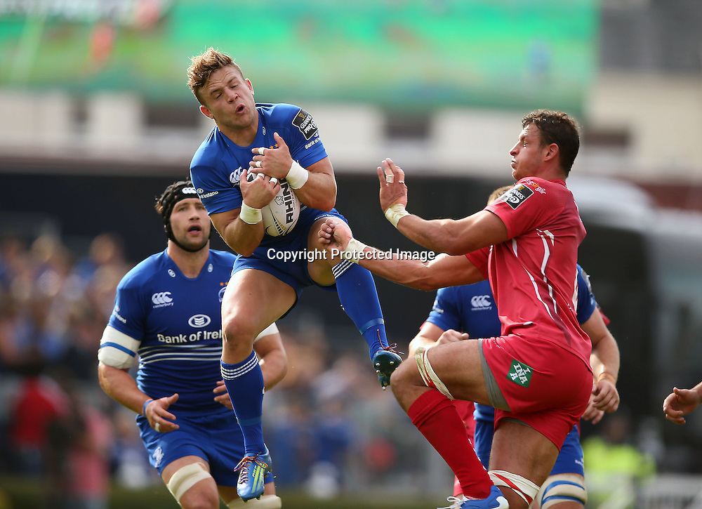 Guinness PRO12, RDS, Dublin 13/9/2014<br /> Leinster vs Scarlets<br /> Leinster&rsquo;s Ian Madigan catches the ball despite Scarlets Aaron Shingler<br /> Mandatory Credit &copy;INPHO/Billy Stickland