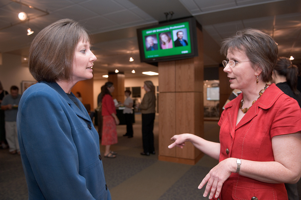 18402Faculty Commons  Grand Opening...Valerie Martin Conley and Jan Maxwell, Interim Dean of Libraries