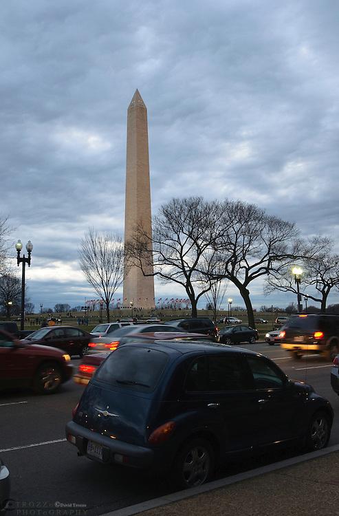 Washington Monument, street scene