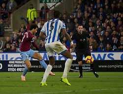 Felipe Anderson of West Ham United scores his sides first goal - Mandatory by-line: Jack Phillips/JMP - 10/11/2018 - FOOTBALL - The John Smith's Stadium - Huddersfield, England - Huddersfield Town v West Ham United - English Premier League