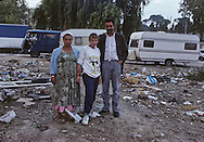 France. Marseille. the renaude , north area suburbs. A family of north Africa who live in the slum  Marseille  France    /cite la Renaude  dans les quartiers nord. Une famille arabe vivant dans le bidonville  Marseille  France  /R00015/21    L2823  /  P0004025