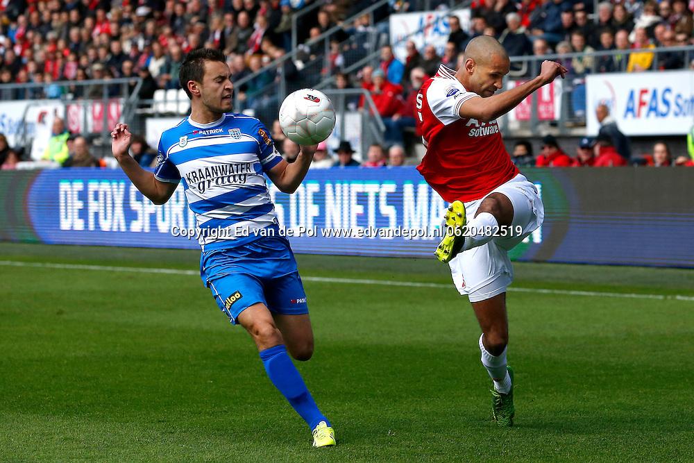 ALKMAAR - 23-03-2014, voetbal, eredivisie, AZ - PEC Zwolle, AFAS Stadion, 2-1, PEC Zwolle speler Bram van Polen (l), AZ speler Simon Poulsen (r).