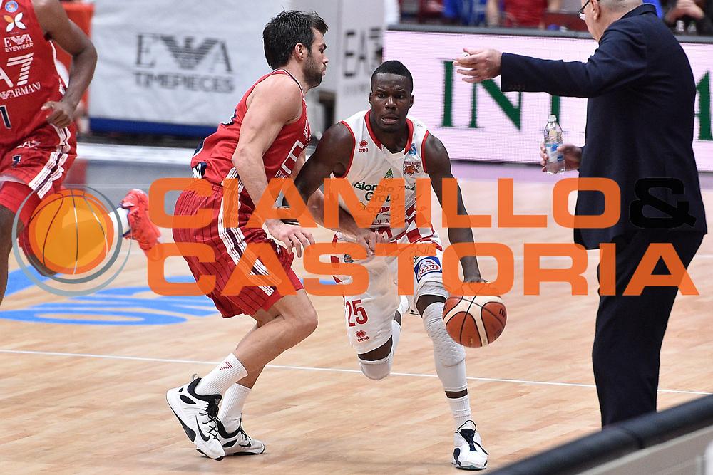 DESCRIZIONE : Milano Lega A 2015-16 EA7 Emporio Armani Milano Giorgio Tesi Group Pistoia<br /> GIOCATORE : Ronald Moore<br /> CATEGORIA : <br /> SQUADRA : Giorgio Tesi Group Pistoia<br /> EVENTO : Campionato Lega A 2015-2016<br /> GARA : EA7 Emporio Armani Milano Giorgio Tesi Group Pistoia<br /> DATA : 01/11/2015<br /> SPORT : Pallacanestro <br /> AUTORE : Agenzia Ciamillo-Castoria/GiulioCiamillo<br /> Galleria : Lega Basket A 2015-2016<br /> Fotonotizia : Milano Lega A 2015-16 EA7 Emporio Armani Milano Giorgio Tesi Group Pistoia