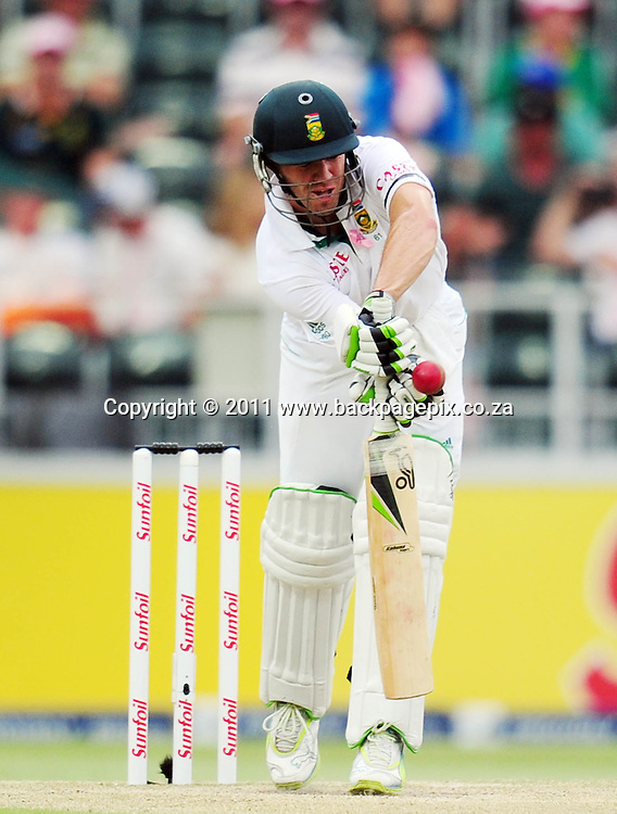 AB de Villiers of South Africa gets a knock to the fingers <br /> &copy; Barry Aldworth/Backpagepix