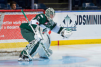 KELOWNA, CANADA - FEBRUARY 2: Carter Hart #70 of the Everett Silvertips makes a glove save during warm up against the Kelowna Rockets  on FEBRUARY 2, 2018 at Prospera Place in Kelowna, British Columbia, Canada.  (Photo by Marissa Baecker/Shoot the Breeze)  *** Local Caption ***