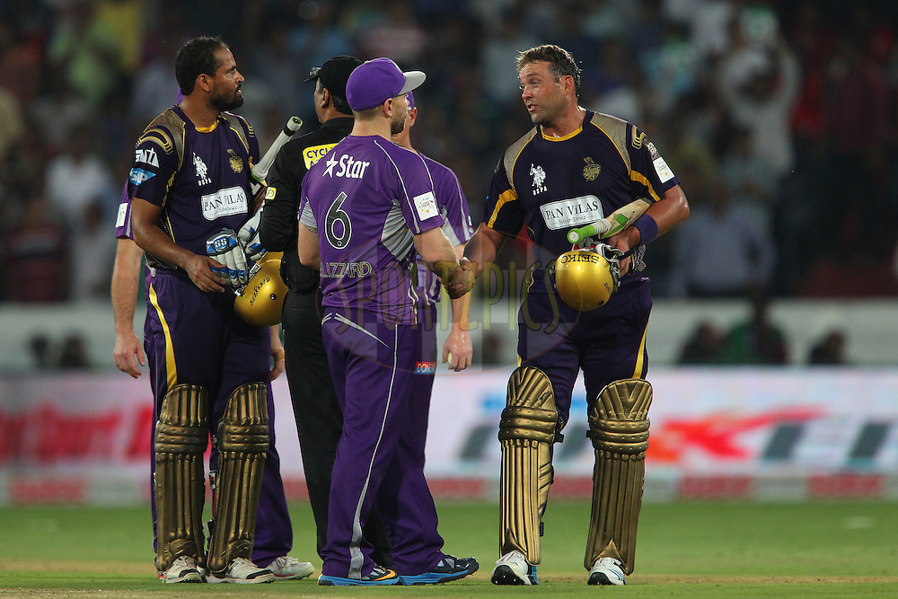 Jacques KALLIS of the Kolkata Knight Riders shakles hands with Aiden BLIZZARD of the Hobart Hurricanes  after the match during the first semi final match of the Oppo Champions League Twenty20 between the Kolkata Knight Riders and the Hobart Hurricanes held at the Rajiv Gandhi Cricket Stadium, Hyderabad, India on the 2nd October 2014<br /> <br /> Photo by:  Ron Gaunt / Sportzpics/ CLT20<br /> <br /> <br /> Image use is subject to the terms and conditions as laid out by the BCCI/ CLT20.  The terms and conditions can be downloaded here:<br /> <br /> http://sportzpics.photoshelter.com/gallery/CLT20-Image-Terms-and-Conditions-2014/G0000IfNJn535VPU/C0000QhhKadWcjYs