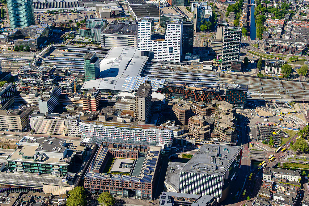 Nederland, Utrecht, Utrecht, 13-05-2019; centrum Utrecht met Station Utrecht Centraal en winkelcentrum Hoog Catharijne.<br /> Utrecht city center with Utrecht Central Station and Hoog Catharijne shopping center.<br /> luchtfoto (toeslag op standard tarieven);<br /> aerial photo (additional fee required);<br /> copyright foto/photo Siebe Swart