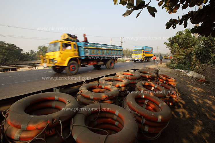 The busy Dhaka-Chittagong road along the shipbreaking yards. Hundreds of little shops are selling marine items.