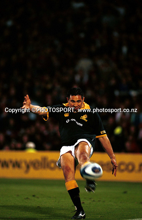 Wellington five eighth Riki Flutey kicks for touch at the NPC rugby union Final between Wellington and Canterbury, on October 21 2000. Photo: Dean Treml/PHOTOSPORT<br /><br /><br />211000