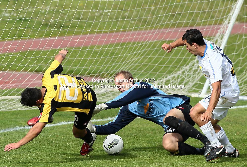 Wellington's Phil Imray in action. ASB Premiership Football Semifinal - Team Wellington v Auckland City at Newtown Park, Wellington, New Zealand on Sunday 15 April 2012. Photo: Justin Arthur / Photosport.co.nz