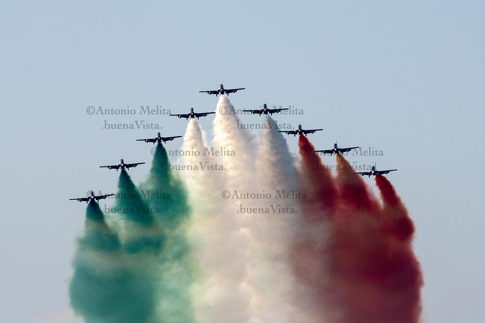Le Frecce Tricolori sorvolano il Foro Italico di Palermo.